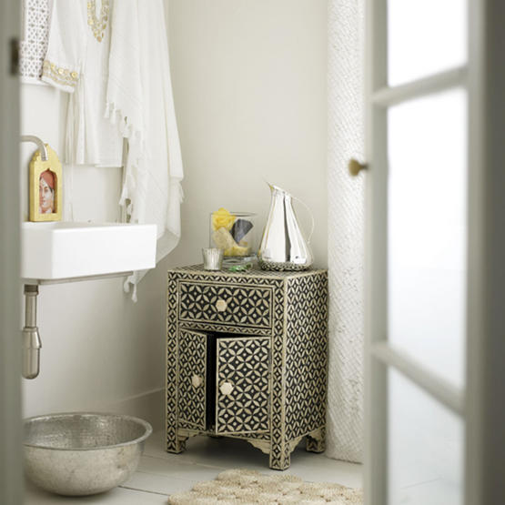 B_cabinet from grahm and green, towel from the white company